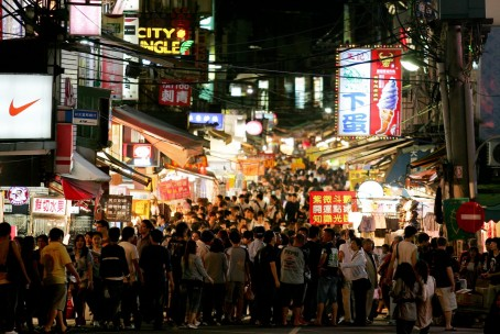 Visitors fill the street of a night market in Taipei, Taiwan, on Saturday, May 8, 2010. About 54 million Chinese may travel abroad this year, and a stronger yuan may boost their spending in Taiwan as the government in Beijing allows more citizens to visit the island. Photographer: Maurice Tsai/Bloomberg