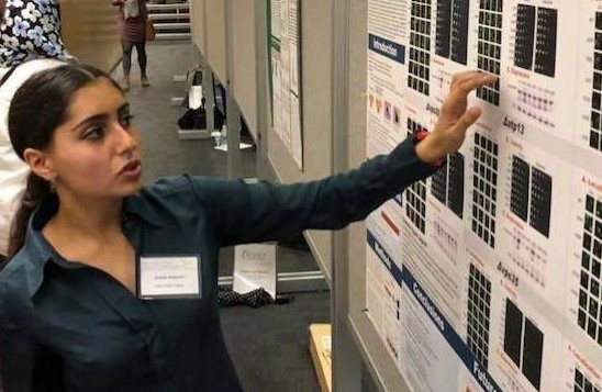 A Neuroscience student presents a research poster