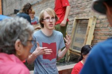 Xhris Fitzgerald '17 talks with fellow students about their field findings.