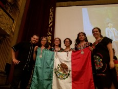 Enrique Treviño stands with the Mexican team, including Marcela Cruz, Violeta Martínez, Nuria Sydykova, and Ana Paula Ji...