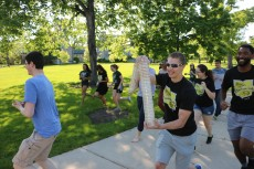 Student scholars and researchers in Lillard Science Center and Hotchkiss Hall competed in the summer 2018 Petri Plate Race