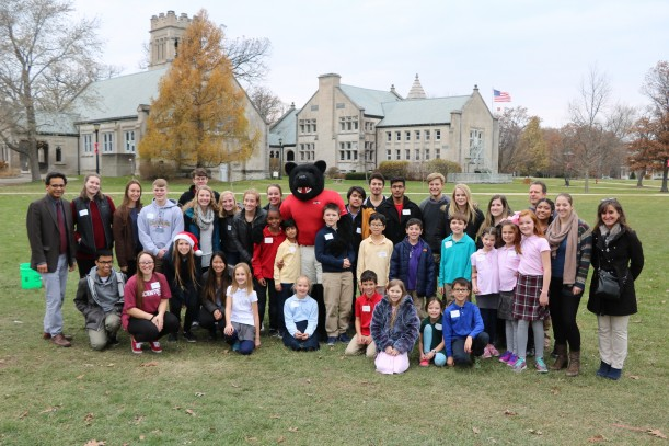 Third-graders from Lake Forest Country Day School traveled to campus to learn about the brain from first-year students during the Our Amazing Brain community outreach program.
