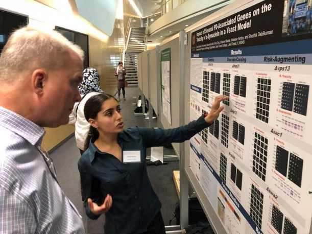 Ariane Balaram '20 presents her pharmacology poster at the GLC-ASPET meeting